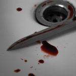 Az utcán szúrta le 15 éves fiát